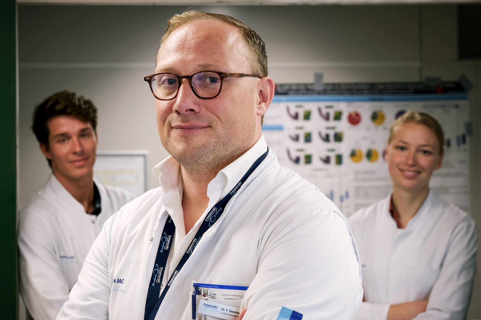 Dr. Yannick Taverne (midden) met promovendus Jorik Amesz en geneeskundestudent Sanne Langmuur